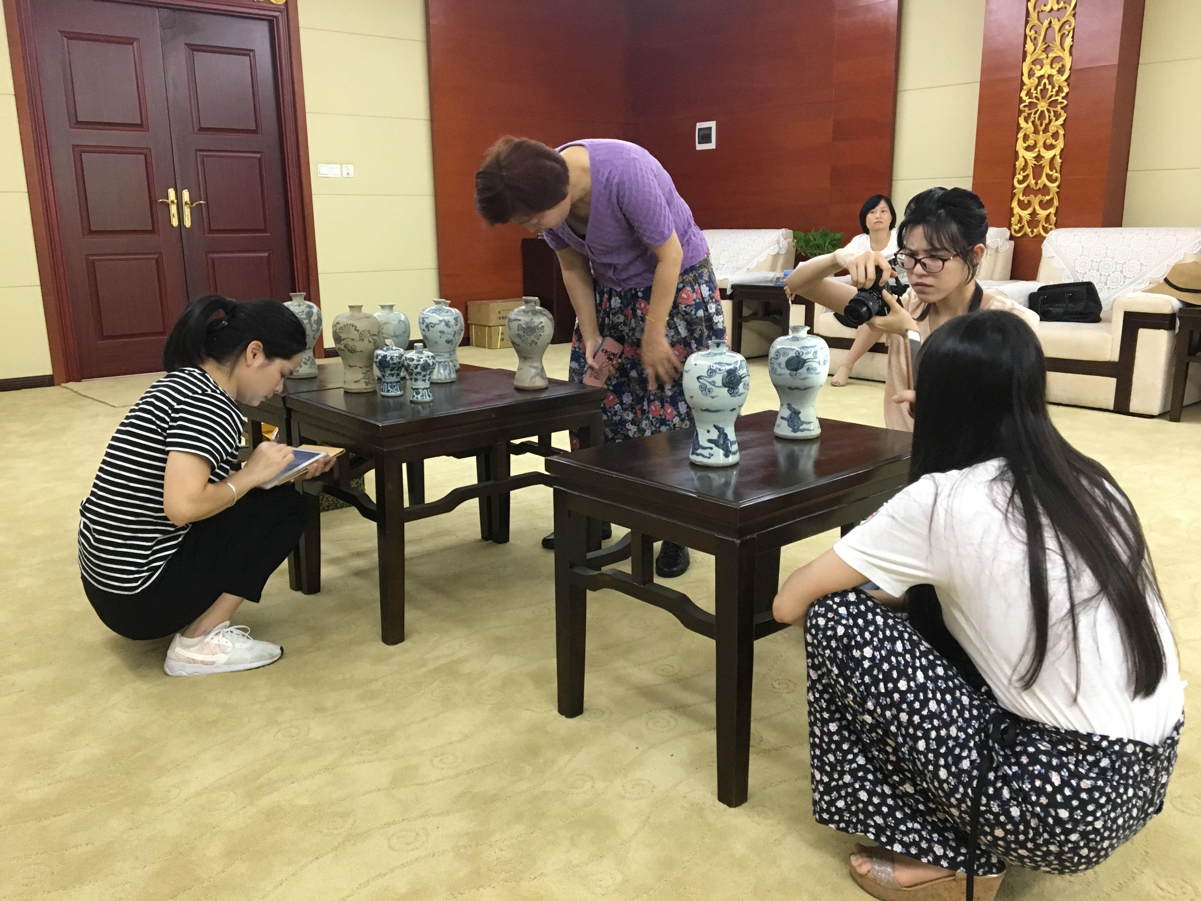 2018.06.28 课题组在南昌市博物馆观摩实物_看图王.jpg